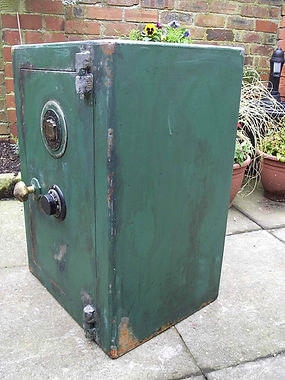 prop rusty safe.JPG