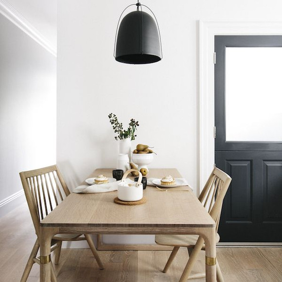 Scandinavian-Dining-Room-with-warm-natur