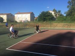 Essai tennis assis