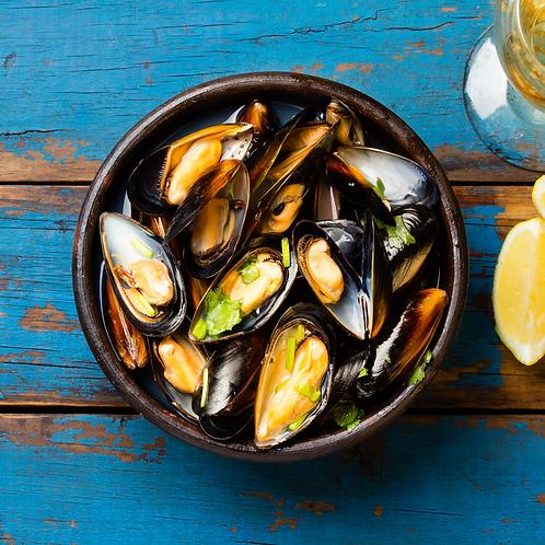 PEI Blue Mussels 22/28 per pound. 10 pounds.