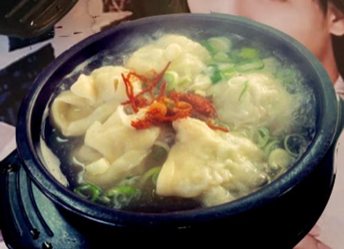 야채/고기 떡만두국 Korean Ricecake Dumpling Soup 米糕饺子汤