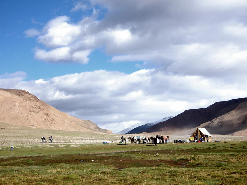 Ladakh snowlion expedtions cycling.jpg