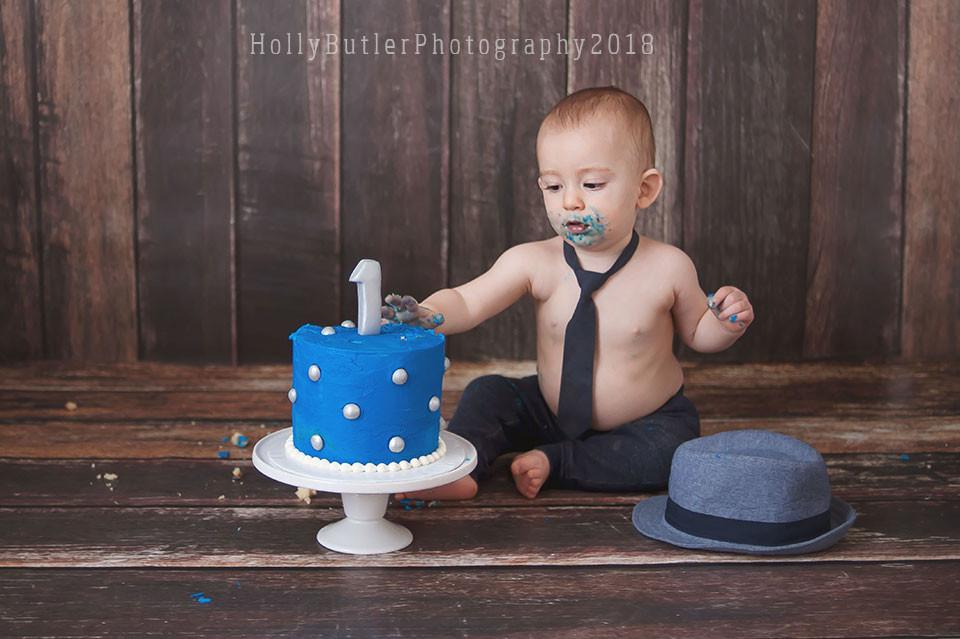 Cake Smash Photographer | Holly Butler Photography