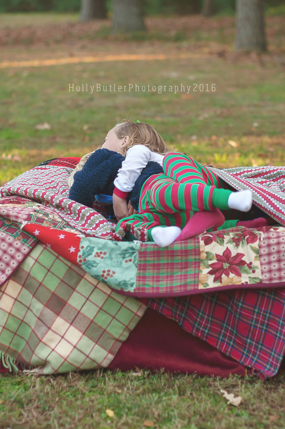 Holly Butler Photography | Seasonal Sessions | There Were 10 in the Bed