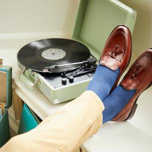 Przekonaj się do loafersów. Jak je nosić i z czym łączyć?