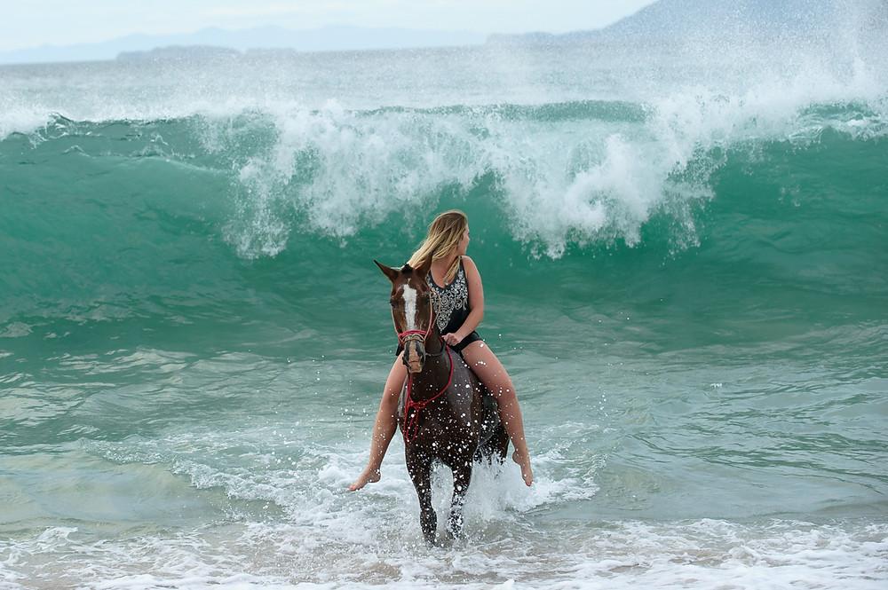 Costa Rica family photographer, how to get amazing family beach portraits