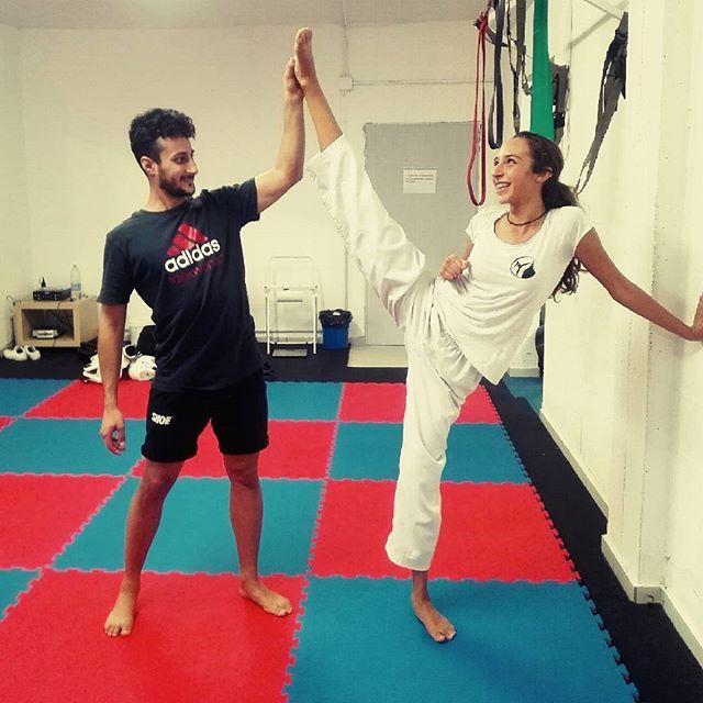 Stretching #taekwondopavia #taekwondo #Pavia #blubox #bluriver #taekwondocallingpavia #tkd #girl  #s