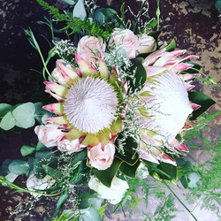 Large, relaxed bridal bouquet