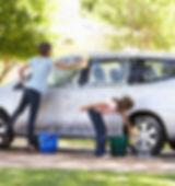 42269931-zwei-mädchen-waschen-auto-geme
