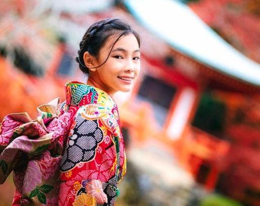 1-japanese-girl-in-kimono-traditional-dress-anek-suwannaphoom_edited.jpg