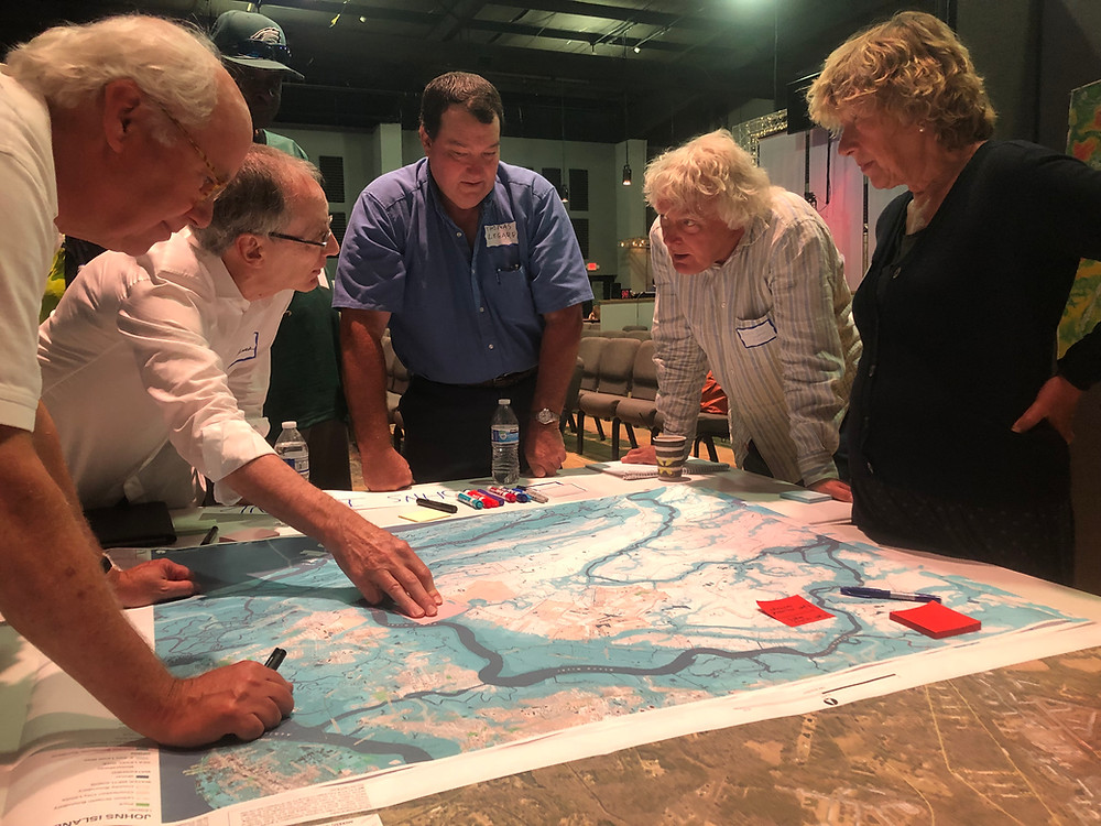 Stakeholders review and discuss floodmaps