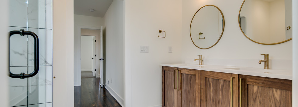 19_Master Suite-Bathroom-3.jpg