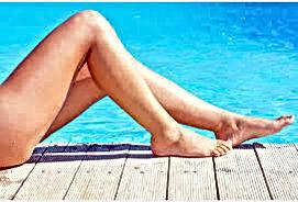 jambes épilée fond bleu.jpg