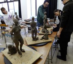 「人体」の塑像合評風景