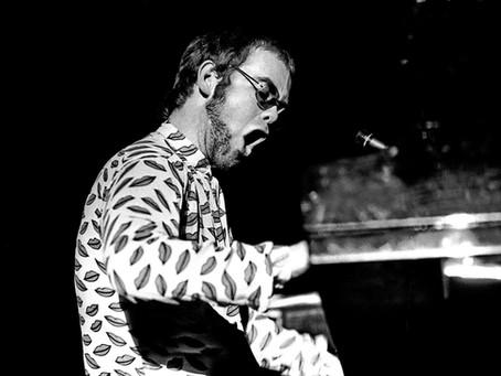Dziś 51 rocznica debiutu Eltona Johna