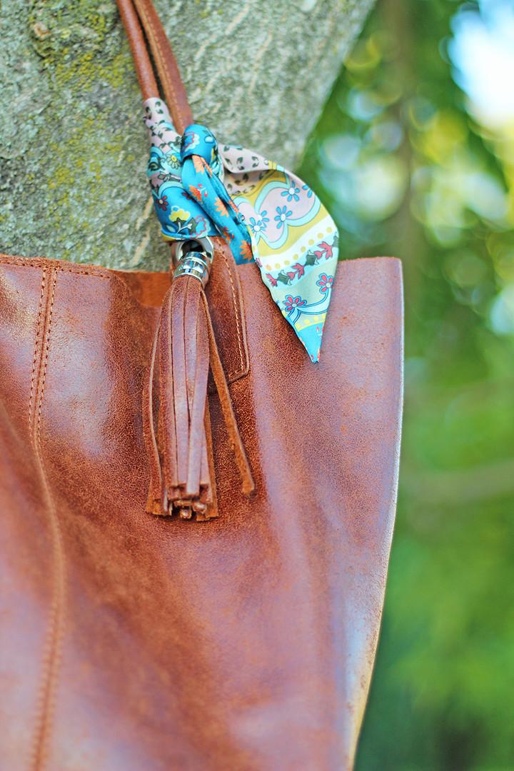 detail-brown-leather-purse.jpg