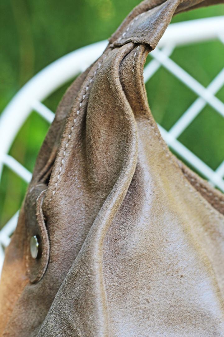 detail-brown-leather-bag.jpg
