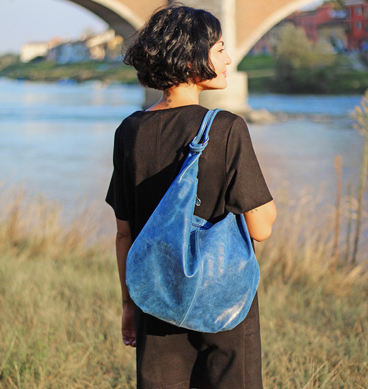close-up-blue-hand-bag-fashion-photograp