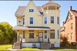 Yellow House - Islandview