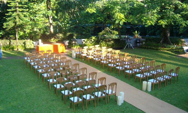 cadeiras jardim missa dia.JPG