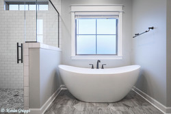 Luxury curved standalone tub