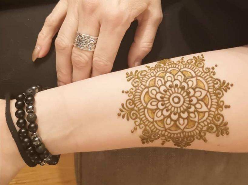 small henna mandala