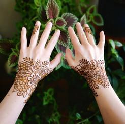 Floral wrists & finger detail