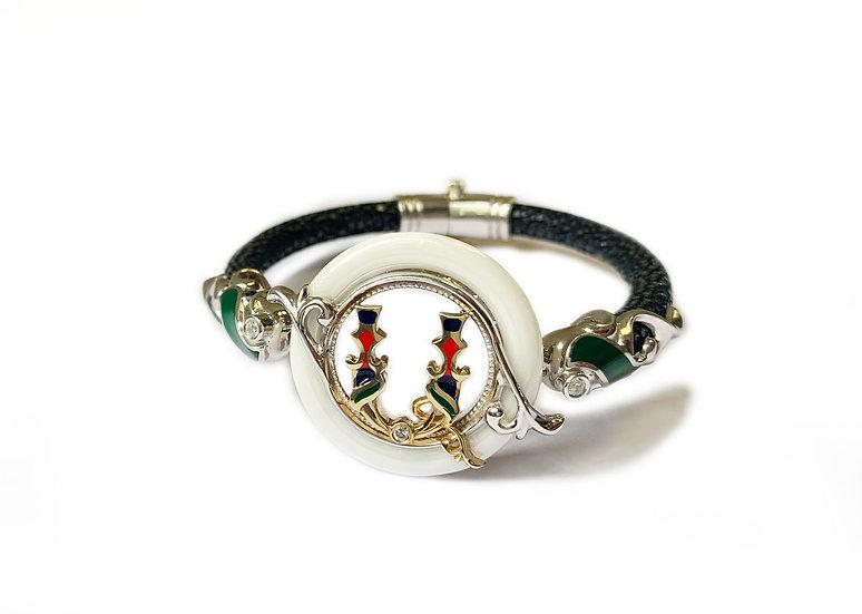 The letter bracelet