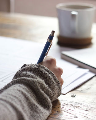 כותב בעט כחול.jpg