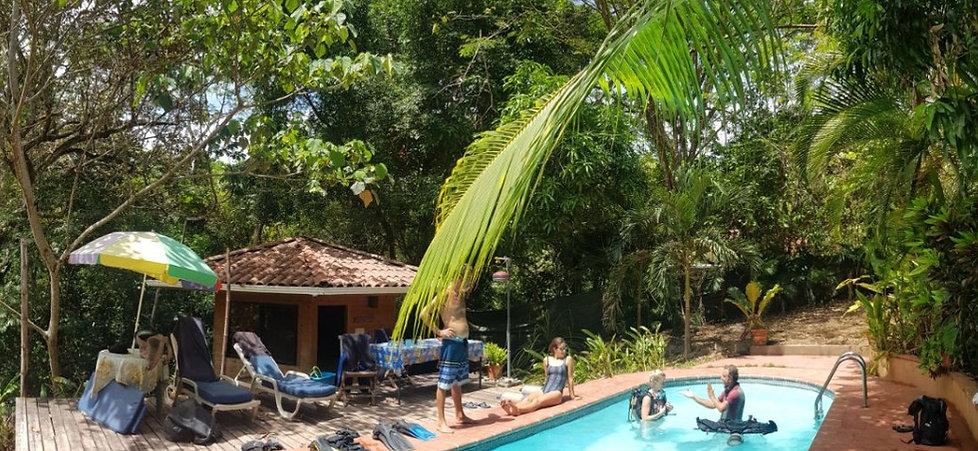 foto piscina x miki_edited.jpg