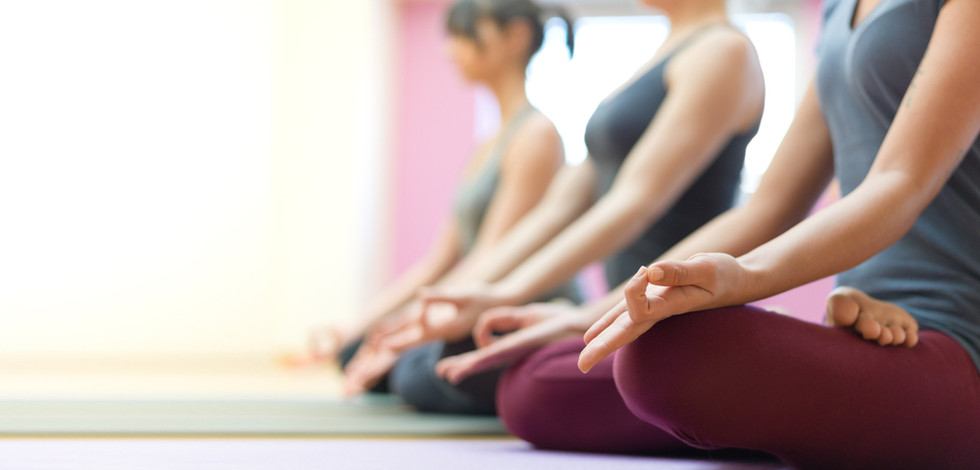 meditation-gruppe_mindfulness_selfcompas