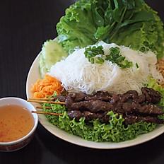 V4a - Vermicelles de riz aux brochettes de bœuf grillées au sésame