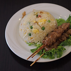 R24 - Brochettes de poulet au caramel et riz cantonais