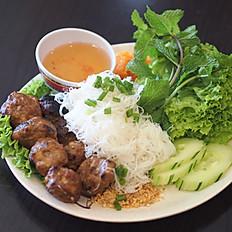 V6 - Vermicelles de riz aux boulettes de porc grillé