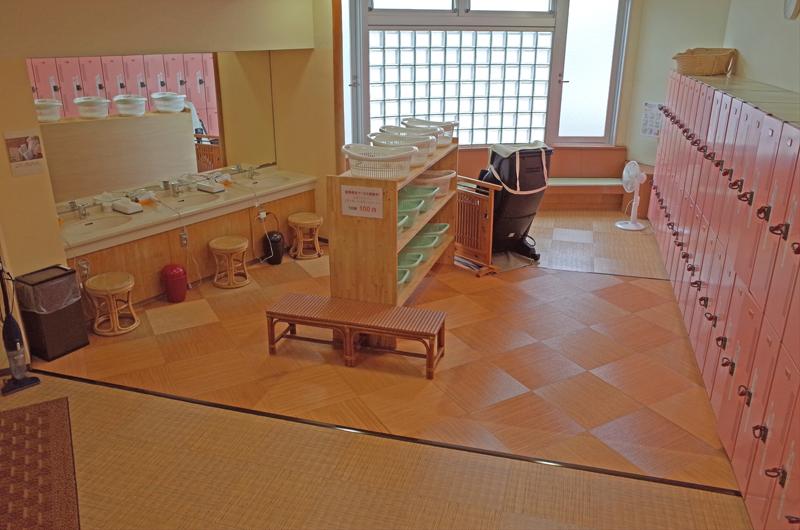 和風風呂の脱衣室