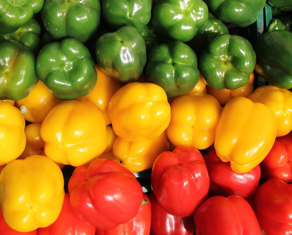 Перец кубовидный зеленый, красный, желтый