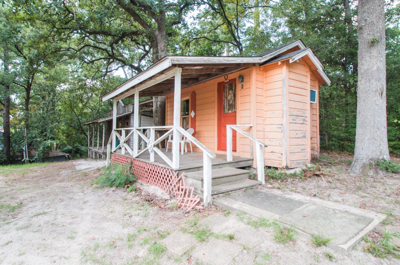 Cabin 1-3.jpg