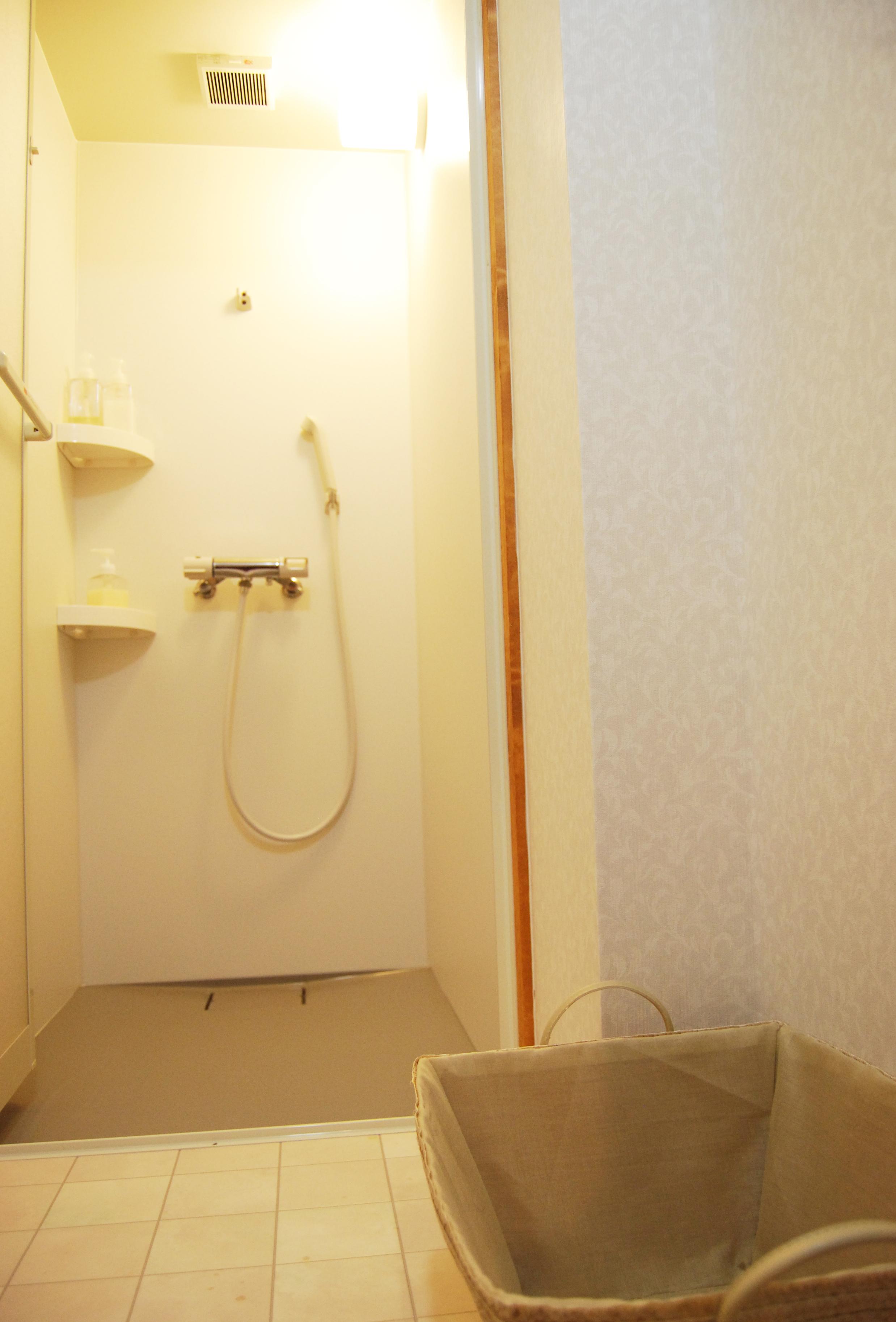 つづねの森ゲストハウス シャワー室