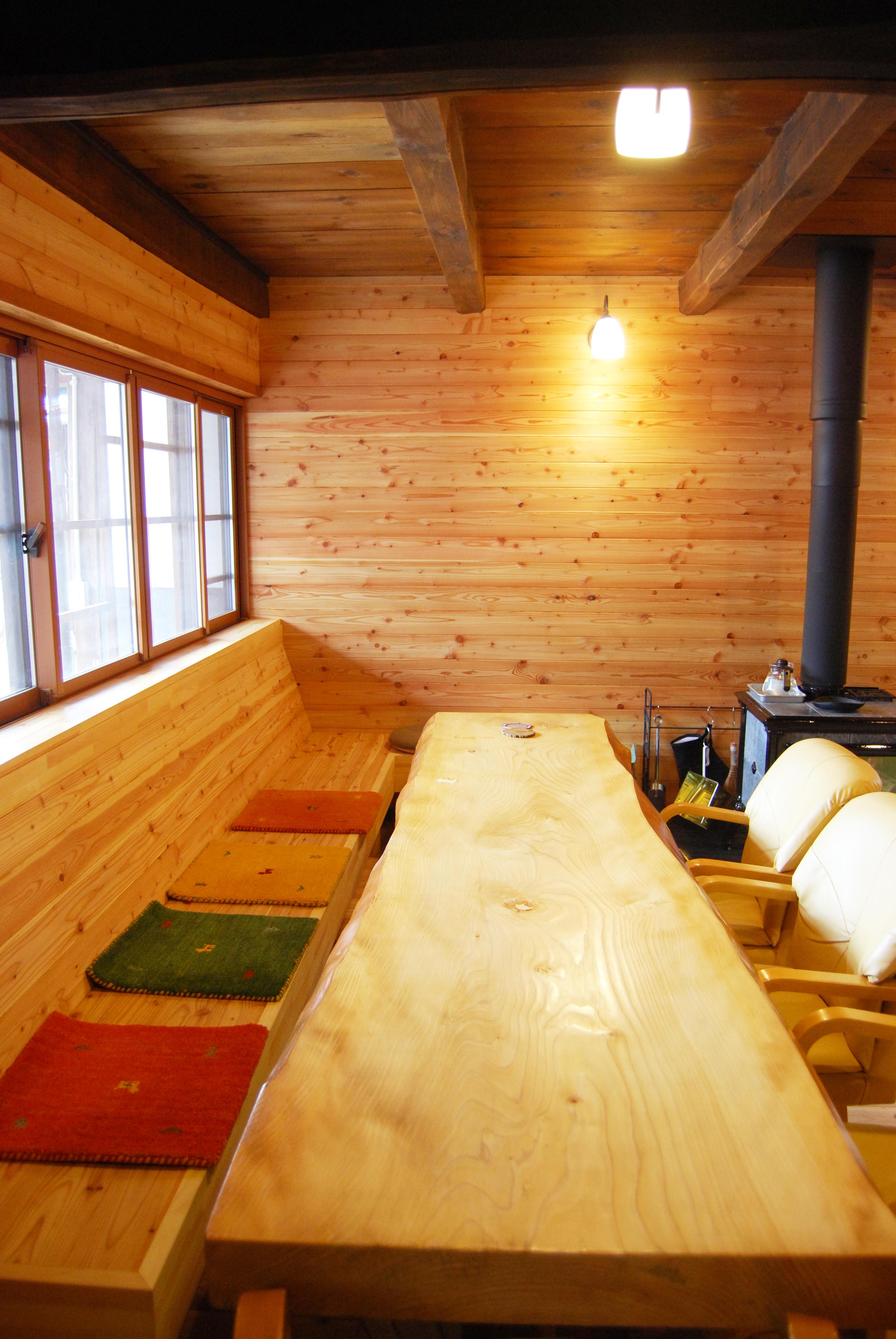 つづねの森ゲストハウス リビング