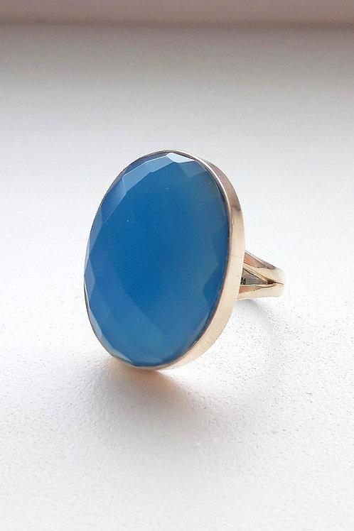 Серебряное кольцо с голубым халцедоном