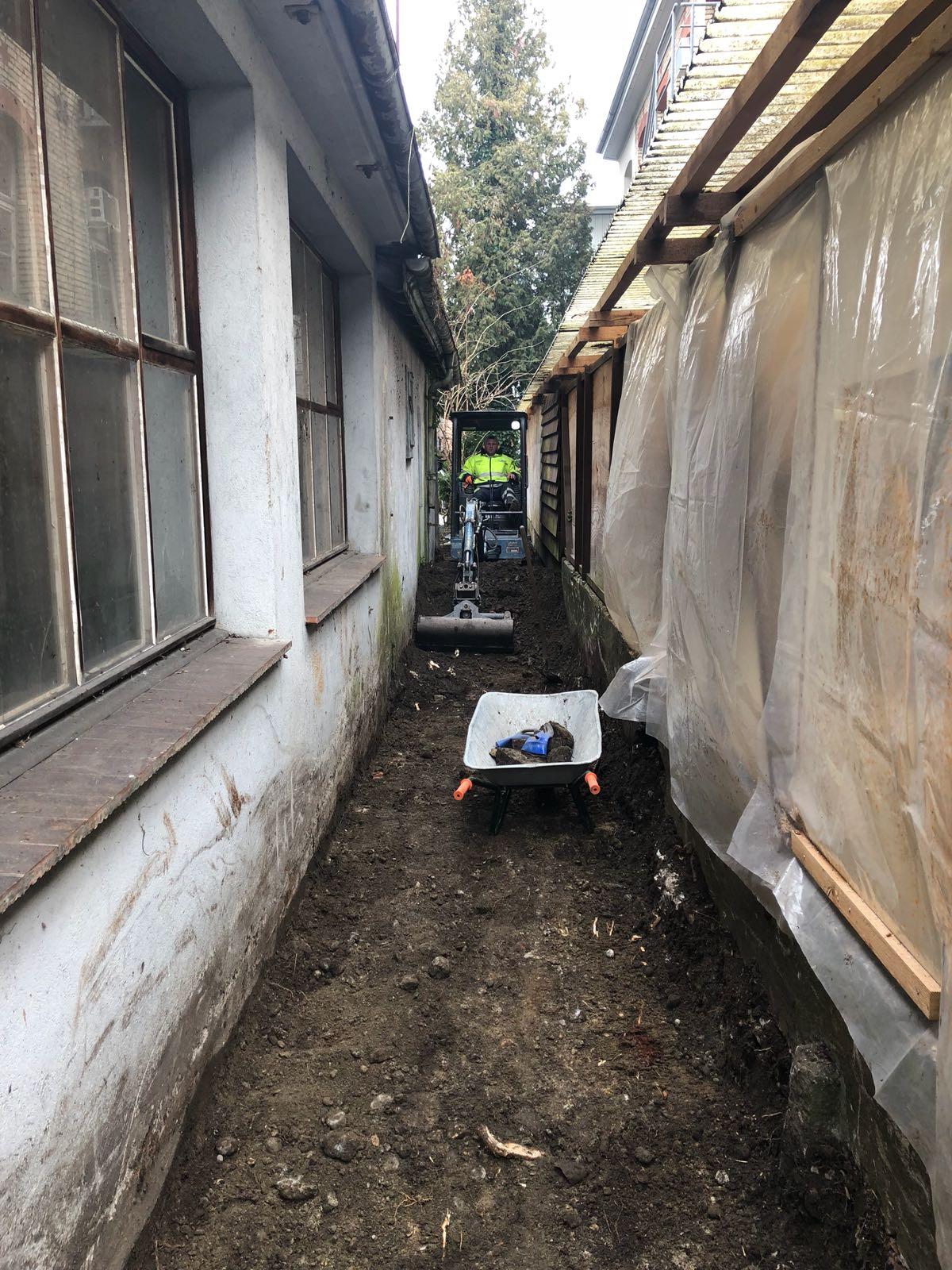 Aushub für die Kanalisation eines Ha