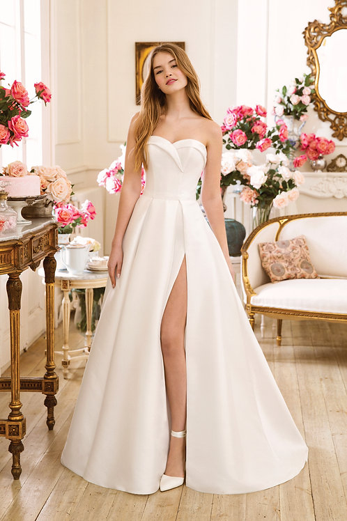 11061 Justin Alexander A-line Wedding Dress- IN STOCK