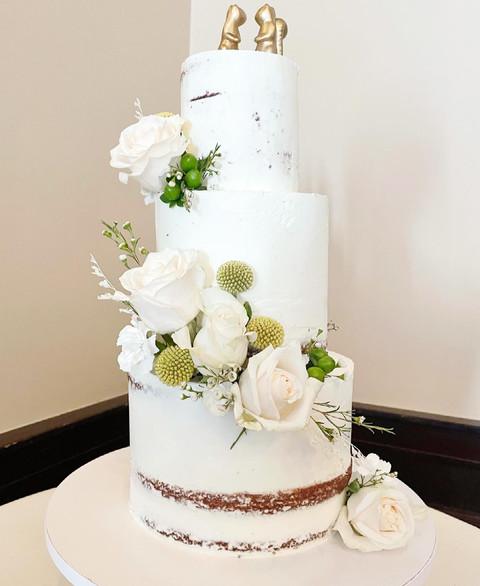 Semi naked cake wedding cake