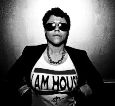 Dance music legend @CrystalWaters1 drops house anthem I AM HOUSE out NOW