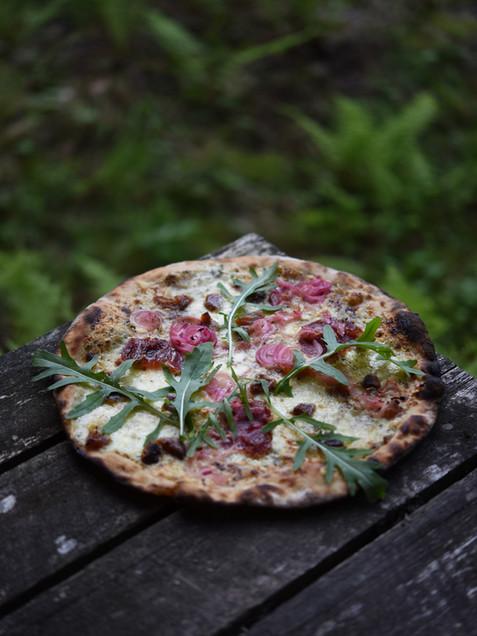 Pizza rödlök ruccola 03.jpg