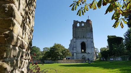 Tour et parvis de l'abbaye de Watte.jpg