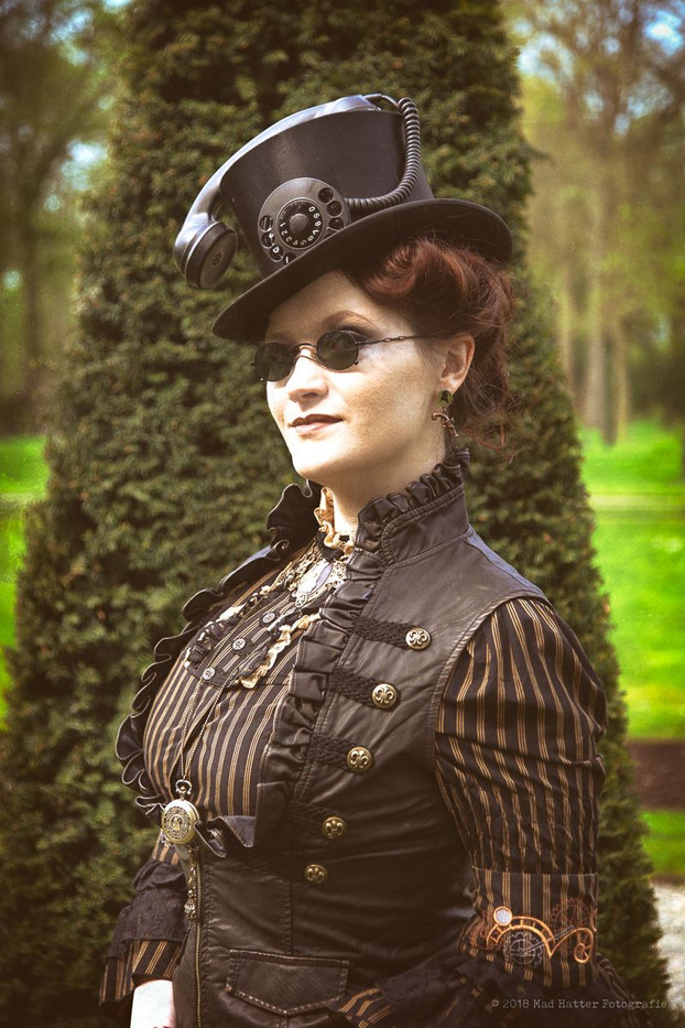 by Kira Hagen Photography  Model Oh, Marisha!  Taken at the turn-of-the-century Steampunk Fair in Bochum, 2018  Turn of the century and late bustle period are definitely my personal favorites when it comes to costuming. So for this year's edition of this Steampunk Fair I finished an outfit based on Belle Epoque fashion plates, but in my beloved black and white stripy print. Accompanied with a large velvet hat, with a pair of large raven wings, I was invited for the catwalk highlight of the day to demonstrate my handmade costume.