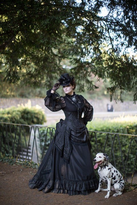 Photo by Thomas Bunge  Model Oh, Marisha! and Laika the Dalmatian  Taken at the 7th edition of Jardin de Belle Epoque picnic in Cologne, 17th July 2018  Every year on a Friday before Amphi we host a dark romantic picnic in Cologne. And every year my faithful pet dragon accompanies me to it. She is well familiar with all the attendees, as well as the photographers and never misses a chance for a nice photo! For this Victorian gothic dress the bustle undergarment is also handmade by me.