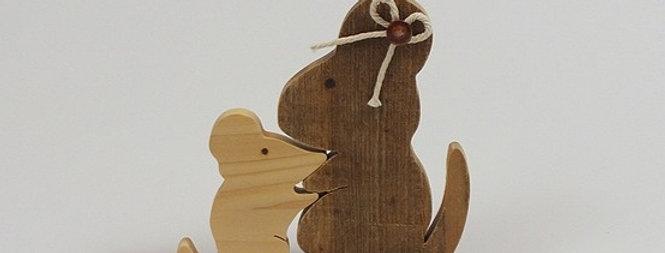 Mama-Maus mit Kind, Fichte und Altholz