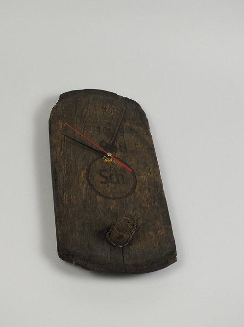 Uhr aus dem Deckel eines Barrique-Fasses